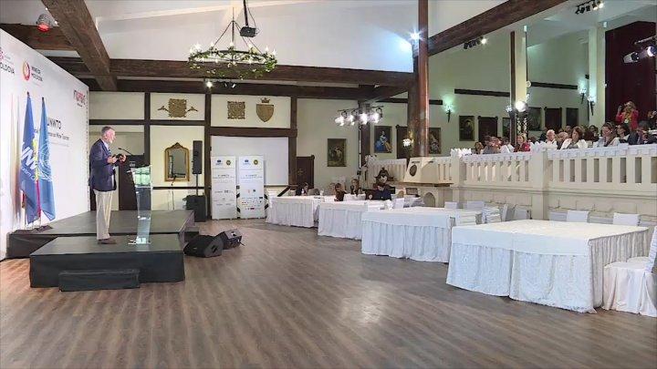 Participanţii la Conferinţa Mondială a Turismului Vitivinicol, impresionaţi de tradiţiile moldoveneşti