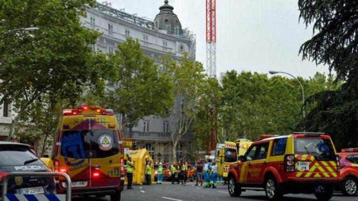 Un mort şi 11 răniţi după ce schelele de pe Hotelul Ritz din Madrid s-au prăbuşit
