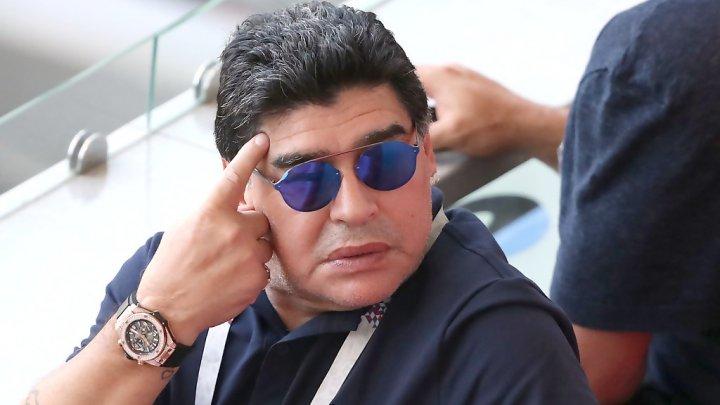Diego Maradona și-a ieșit din minți. Momentul în care antrenorul lovește un suporter (VIDEO)