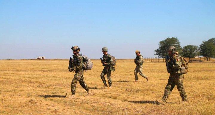 Militarii din Forţele Speciale ale Armatei Naţionale se instruiesc în România (FOTO)