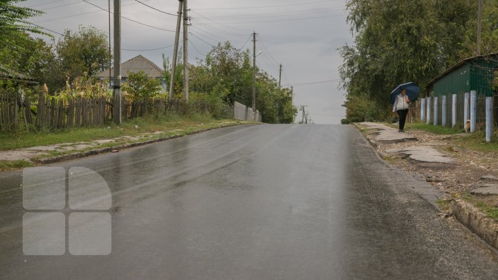 DRUMURI BUNE LA CIOROPCANI: În localitate au fost reabilitate două tronsoane de drum (FOTOREPORT)