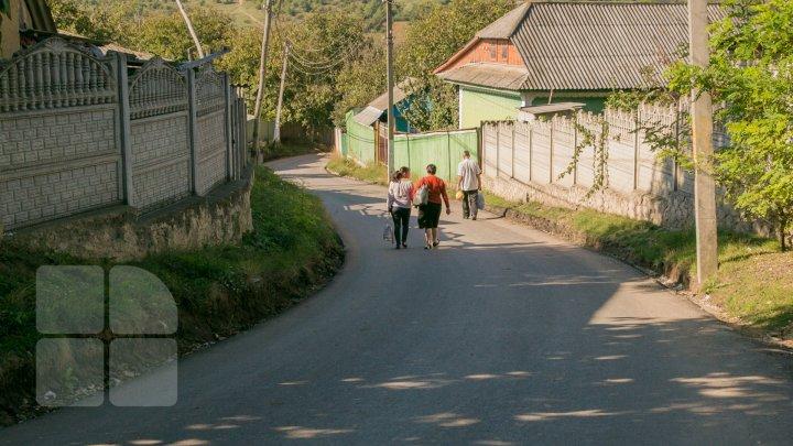 DRUMURI BUNE în raionul Călăraşi. Localnicii, bucuroşi că au scăpat de noroi şi gropi: O bucurie pentru suflet (FOTO)