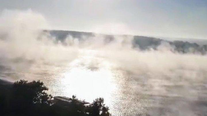 Imagini spectaculoase surprinse pe Dunăre. Nori de aburi s-au ridicat deasupra apei (FOTO)