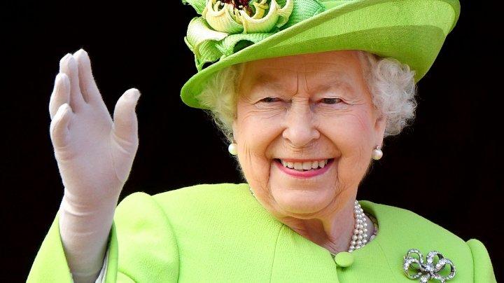 Motivul pentru care Regina Elisabeta a II-a poartă mereu haine în culori aprinse