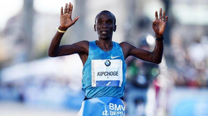 Kipchoge, rezultat senzațional! Eliud a alergat cursa clasică de maraton în mai puţin de două ore