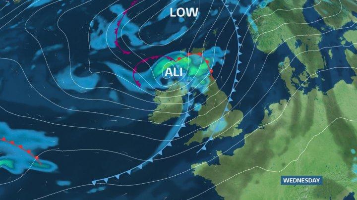 Britanicii se pregătesc să înfrunte una dintre cele mai puternice furtuni din ultimul timp