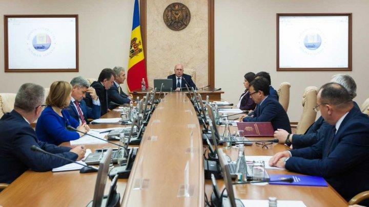 Guvernul a anulat ordinul ministrului Agriculturii privind transmiterea unor unități de tehnică agricolă în gestiunea a trei întreprinderi din subordinea MADRM