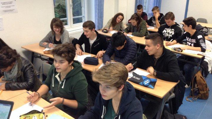 Franţa: Ministerul Educaţiei vrea ca limbile arabă, chineză și rusă să fie studiate în școli
