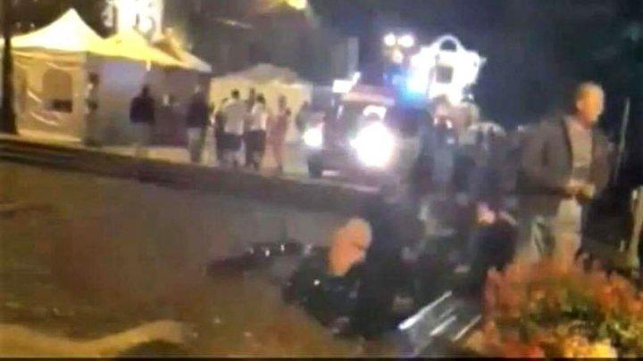 Atentat sau accident. PANICĂ într-un oraş din România, după ce un bărbat a intrat cu motocicleta într-o mulţime