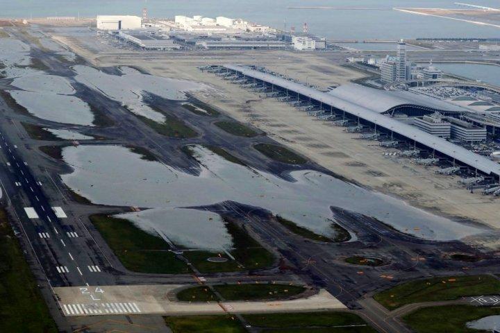 Mii de oameni, evacuaţi. Cum arată un aeroport din Japonia, măturat de taifunul Jebi (FOTO)
