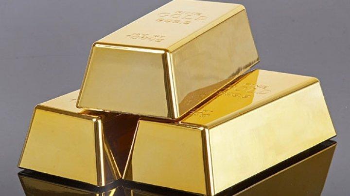 Un bărbat a găsit trei lingouri de aur într-un dulap de bucătărie, cumpărat la mâna a doua. Ce a făcut cu ele