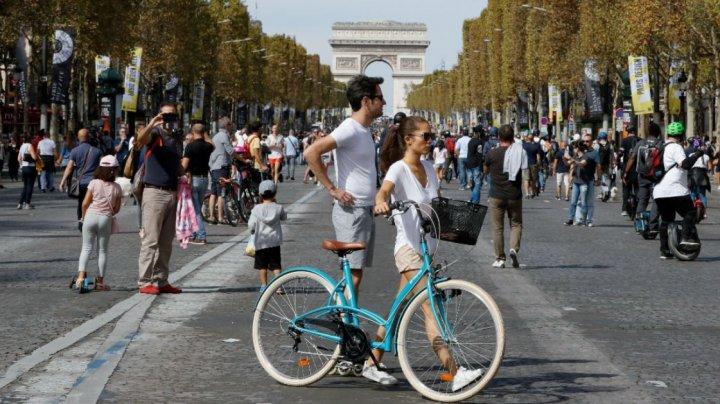 Ziua fără maşini, la Paris. Timp de 7 ore, bulevardele din capitala Franţei au fost în întregime ale pietonilor