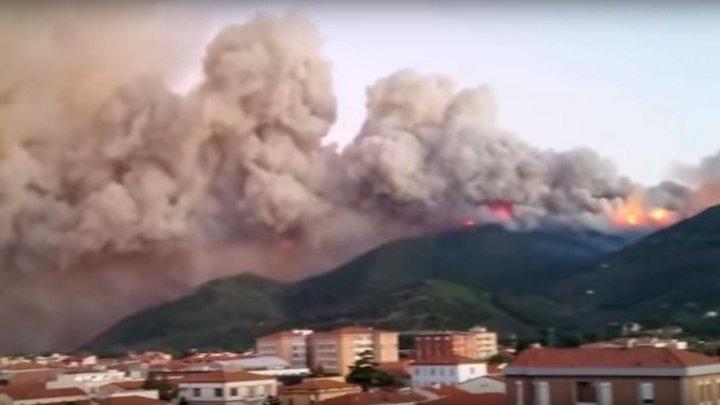 INCENDIU DE AMPLOARE în regiunea Toscana din Italia. Sute de persoane, EVACUATE DE URGENŢĂ (VIDEO)