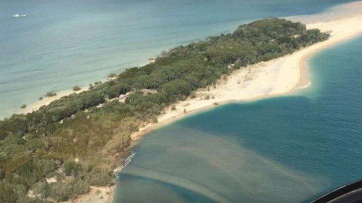 O plajă a fost înghițită de o gaură imensă (VIDEO)