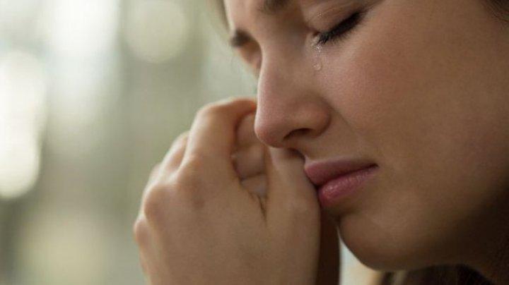 Cine este vedeta care-şi vinde lacrimile cu 12.000 de dolari