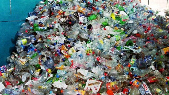 Raport: Plasticul va susţine cererea mondială de petrol până în 2050