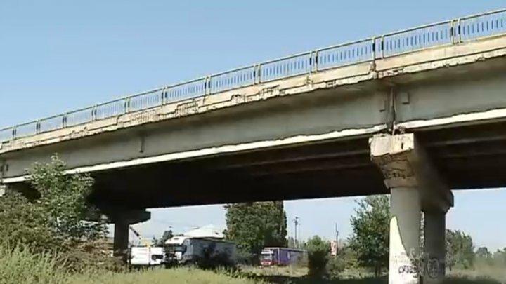 Un pod a devenit PERICOL pentru moldovenii care circulă prin România. Va fi reparat abia peste câțiva ani