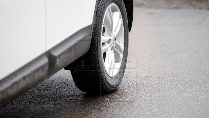 Mesajul pe care l-a găsit un şofer în parbriz după ce a parcat ca un nesimţit în centrul Capitalei (FOTO)