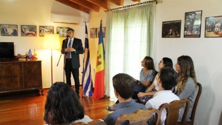 Elevii din Grecia, curioşi să afle istoria şi tradiţiile Republicii Moldova