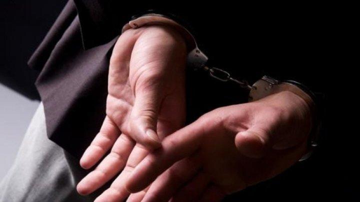 Un bărbat din Bubuieci a fost reţinut. Acesta falsifica BANI şi DOCUMENTE
