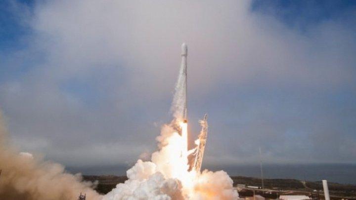 SpaceX va anunța astăzi numele primului turist care va zbura în jurul Lunii