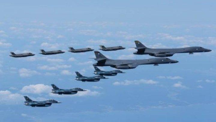 SUA trimit un portavion și un echipaj de operare bombardiere în Orientul Mijlociu