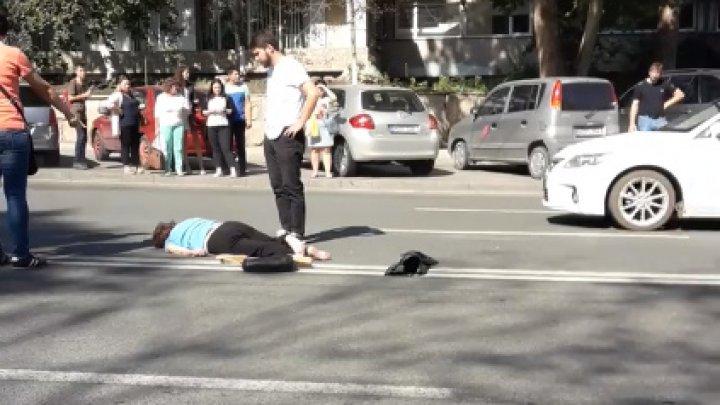 O femeie a fost grav rănită în timp ce traversa neregulamentar strada