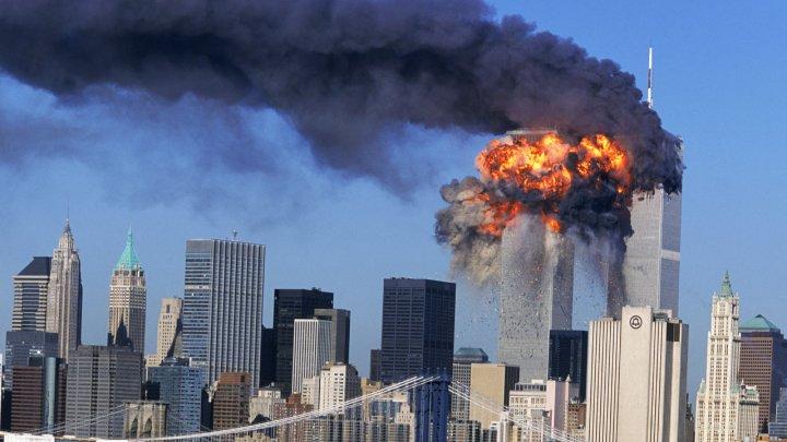 IMAGINILE CLARE cu momentul în care primul avion intră în Turnurile Gemene din New York