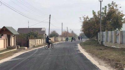 """Programul """"Drumuri Bune 2 pentru Moldova"""", subiect discutat în cadrul vizitei de lucru a Cabinetului de miniștri, în raionul Strășeni"""