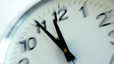 Când se schimbă ora? Noaptea în care Republica Moldova va trece la ora de iarnă
