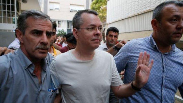 Turcia: Parchetul cere ridicarea măsurii arestului la domiciliu în cazul pastorului american Brunson