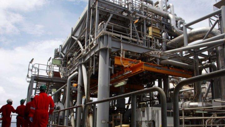 Polonia a început să cumpere petrol din Nigeria. Care este motivul