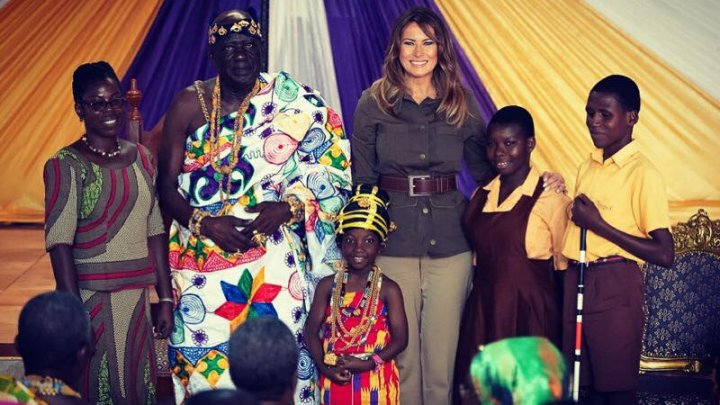 Melania Trump a hrănit mai mulţi pui de elefant cu biberonul şi a mers într-un scurt safari în timpul vizitei sale în Kenya