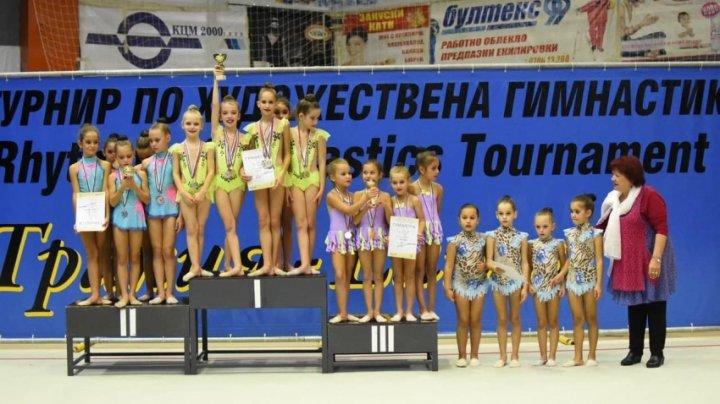 Echipa Moldovei la gimnastică ritmică a cucerit mai multe medalii de aur la turneul internaţional din Bulgaria