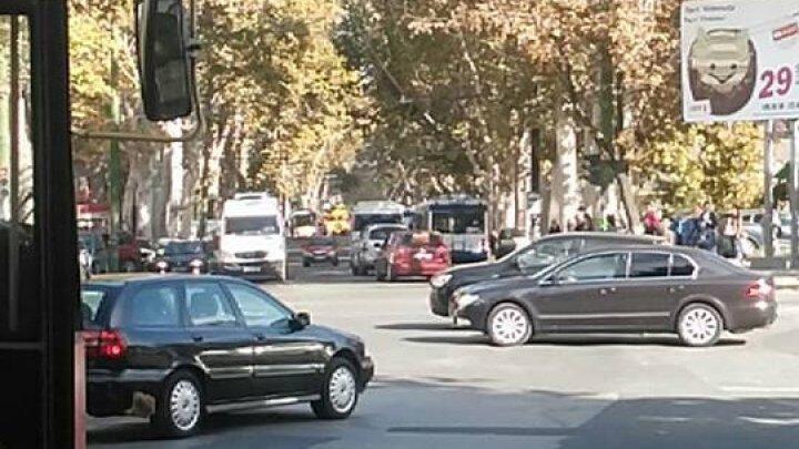 HAOS pe strada Ion Creangă. S-au rupt liniile de troleibuz (FOTO)
