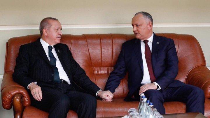 Preşedintele Turciei, în vizită la Chişinău. Ce cadou a primit de la şeful statului