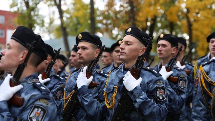 AU JURAT CREDINŢĂ PATRIEI. Peste 130 de viitori polițiști au depus astăzi jurământul (FOTO)