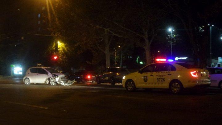 Accident violent în cartierul Sculeanca. O maşină a fost făcută zob