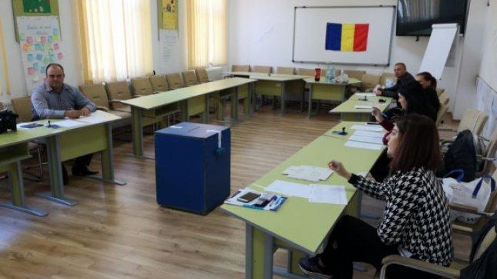 REFERENDUM în România. O angajată a primăriei Bistreţ, prinsă cu 17 cărţi de identitate