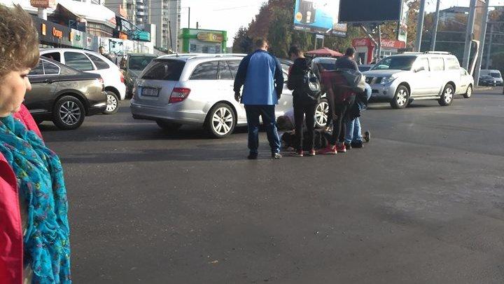 Un adolescent, lovit de o maşină în sectorul Botanica al Capitalei. Martorii, ŞOCAŢI