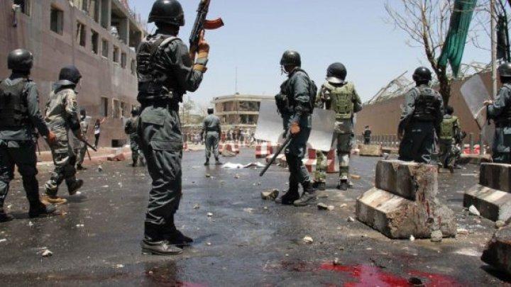 Cel puţin 13 morţi şi peste 20 de răniţi într-un atentat sinucigaş comis în timpul unui miting electoral în Afganistan