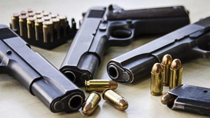 Un nou record! Aproape 4.500 de arme de foc au fost confiscate pe aeroporturile din SUA în 2019