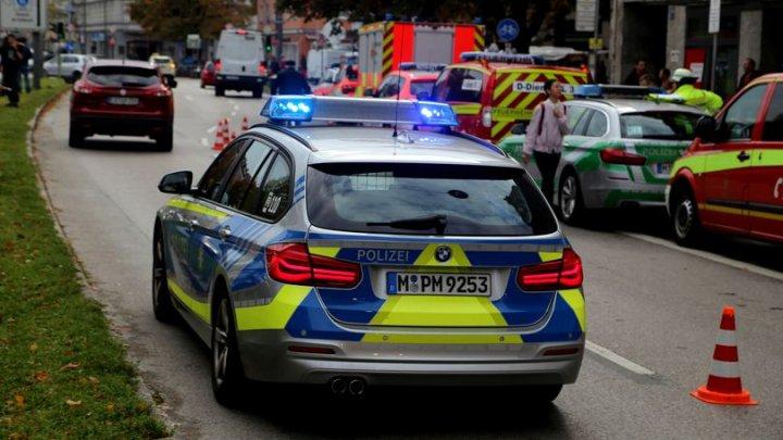 Atac cu cuțitul în Germania: Doi oameni au murit, doi polițiști au fost răniți