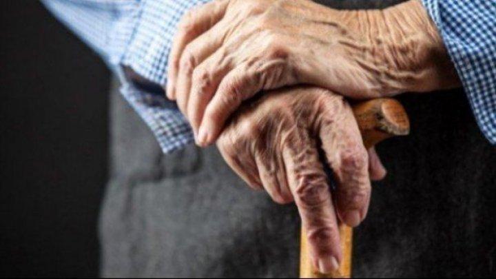 STUDIU: Aproximativ 200.000 de britanici în vârstă suferă de singurătate