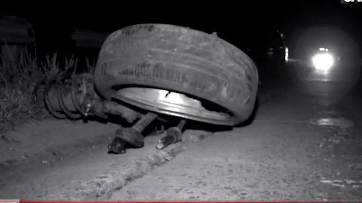 ACCIDENT CUMPLIT în raionul Ungheni. Un tânăr a murit, după ce s-a izbit cu maşina într-un copac (VIDEO)