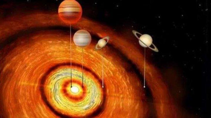 Patru planete gigantice au fost descoperite pe orbita unei stele foarte tinere