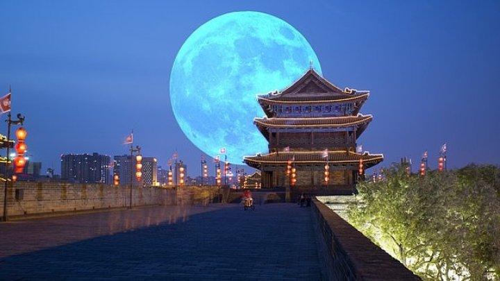 Un oraş din China va renunţa la iluminarea stradală pentru a o înlocui cu lumina unei luni artificiale
