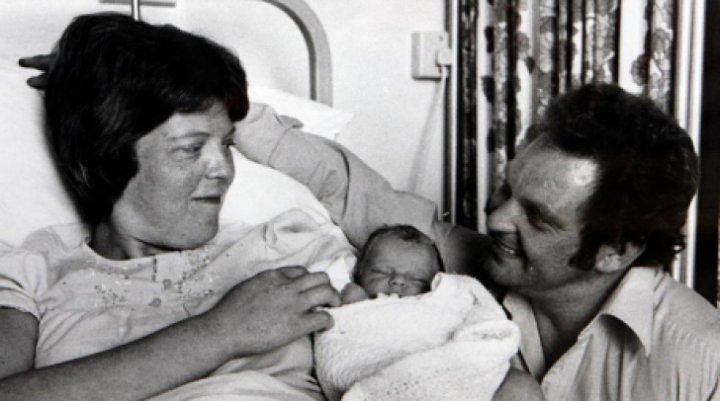 Cum arată și câți ani a împlinit primul copil conceput în eprubetă (FOTO)