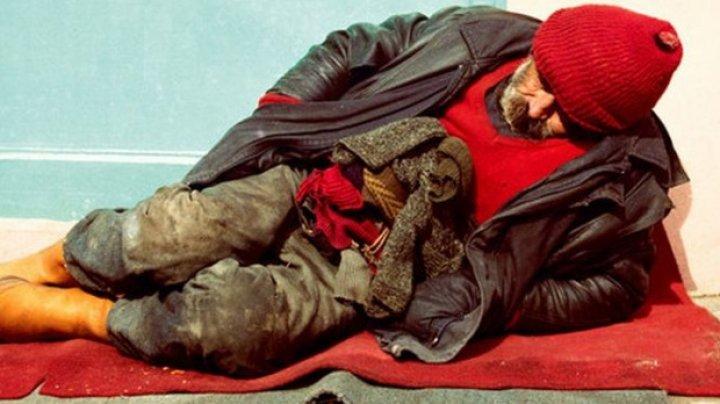Legea care le interzice persoanelor fără adăpost să doarmă în spaţiul public a intrat în vigoare în Ungaria
