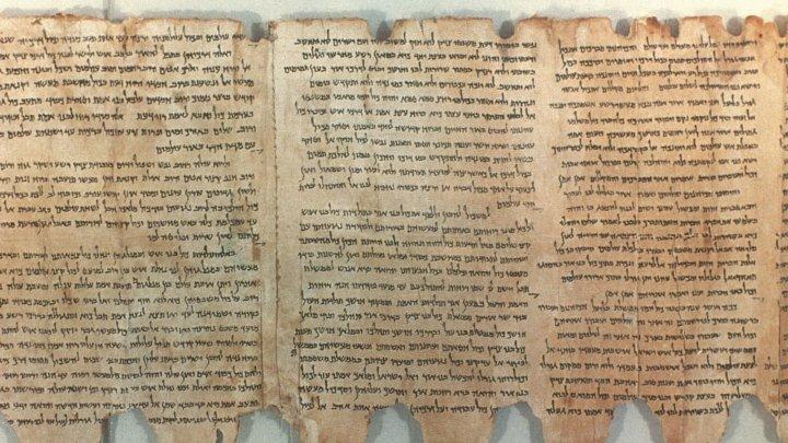 Fragmente din Manuscrisele de la Marea Moartă, expuse la Muzeul Bibliei din Washington, sunt FALSE